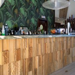 Wonderwall Studios - Panneaux revêtement bois bar