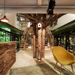 Wonderwall Studios - Revêtement bois bar