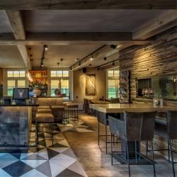 Wonderwall Studios- Panneaux muraux bois restaurant