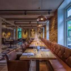 Wonderwall Studios - Revêtement panneaux muraux bois restaurant