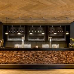 Wonderwall Studios - Panneaux muraux bois bar