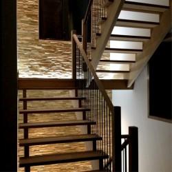 Wonderwall Studios - Habillage mural bois escalier